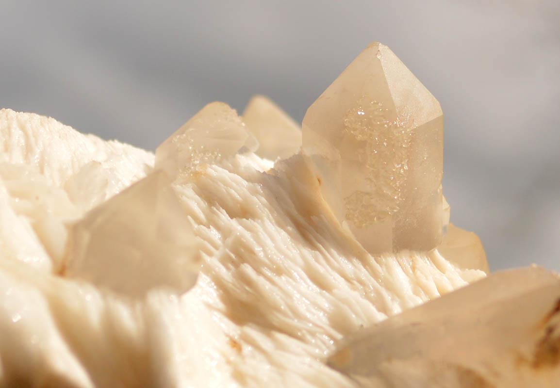 Quartz With White Calcite